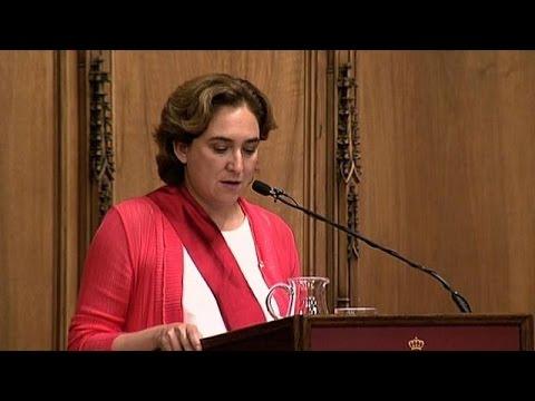 """Ada Colau, icône des """"indignés"""", investie maire à Barcelone"""