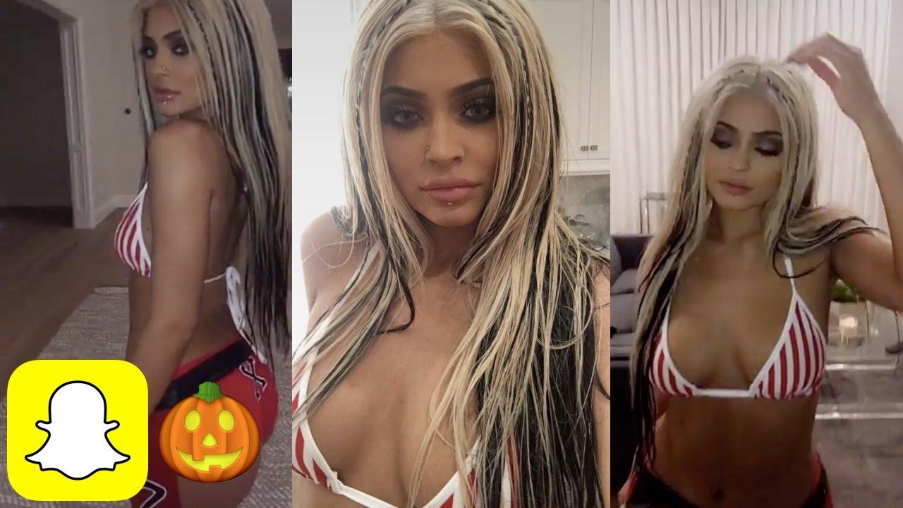 kylie jenners christina aguilera halloween costume kylie snaps youtube - Christina Aguilera Halloween