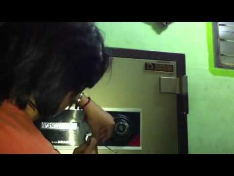 ช่างเปิดตู้เซฟ เปลี่ยนรหัสตู้เซฟ ทำกุญแจทั่วไทย T.0852244500