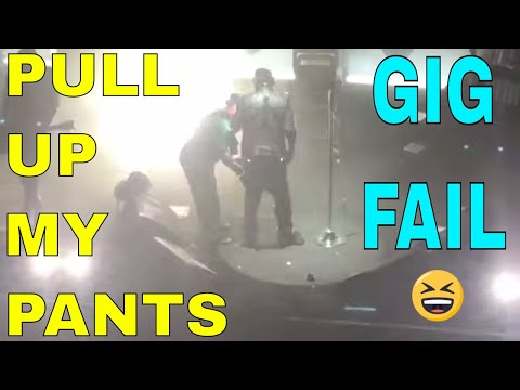 Marilyn Manson CANT HOLD UP HIS PANTS IN LAS VEGAS