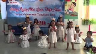 BÔNG HỒNG TẶNG CÔ - LỚP ONG NHỎ MN ANH DUONG 20.11