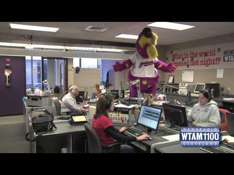 Slider Does The Harlem Shake in the WTAM Newsroom!