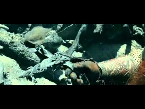 Viggo Mortensen breaks his toe in LOTR