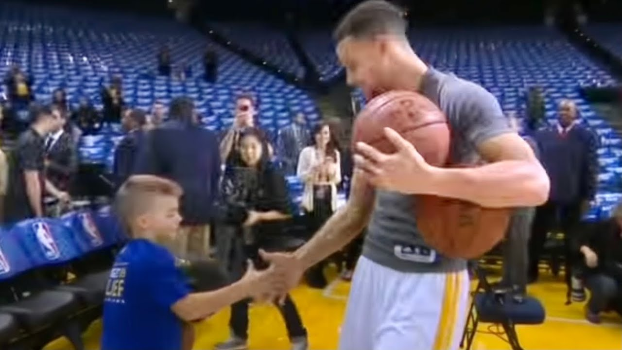 be462c55501706 Stephen Curry Invites Young Fan to Try His Pregame Dribbling Routine ...