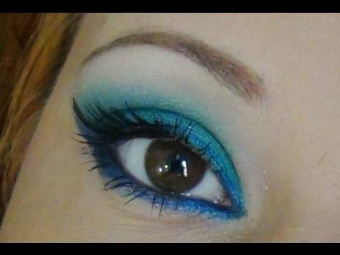 Maquillaje de ojos para un vestido azul turquesa