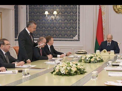Он сошел сума! Только что Лукашенко в агонии. Влепили– ушел с поста.Окружение предало– силовики идут