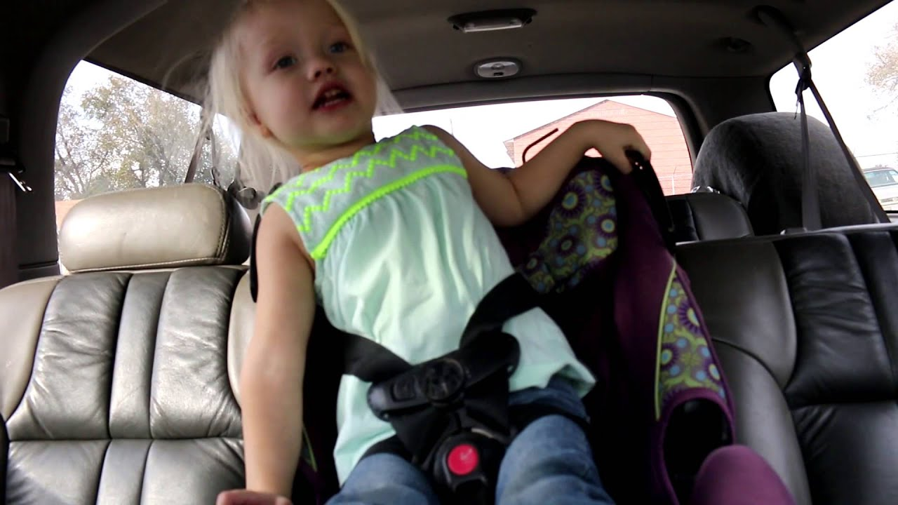 3 year old escapes car seat youtube. Black Bedroom Furniture Sets. Home Design Ideas
