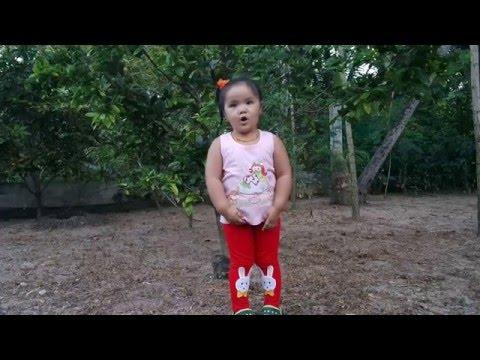 Bé gái 3 tuổi kể chuyện ăn khế trả vàng cực đáng iu