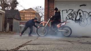 KTM 125 BURNOUT dirt bike burnout