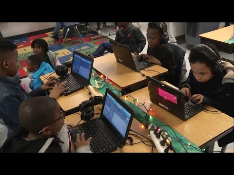 Diamond Lakes Elementary School students learn coding for Hour of Code