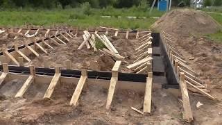 видео Как правильно связать арматуру для ленточного фундамента и произвести укладку
