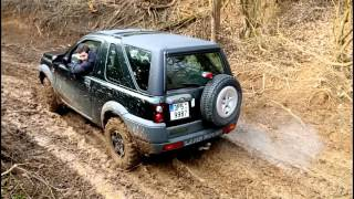 LAND ROVER FREELANDER VS. ARO
