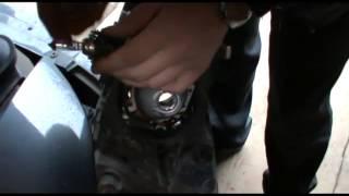 Замена лампы ближнего света на Skoda Octavia(Оцените видео. Помогло ли оно вам? Если нужны другие видео разборы пишите!!! ( http://www.youtube.com/watch?v=z-rf1-UM9v0 перейдя..., 2013-10-24T14:15:37.000Z)