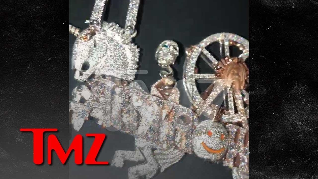 Travis Scott's $450K USD 'Astroworld' Chain | HYPEBEAST