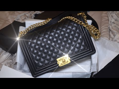 bb73a6a9 Chanel Le Boy || What's in My Bag | Wear & Tear - YouTube