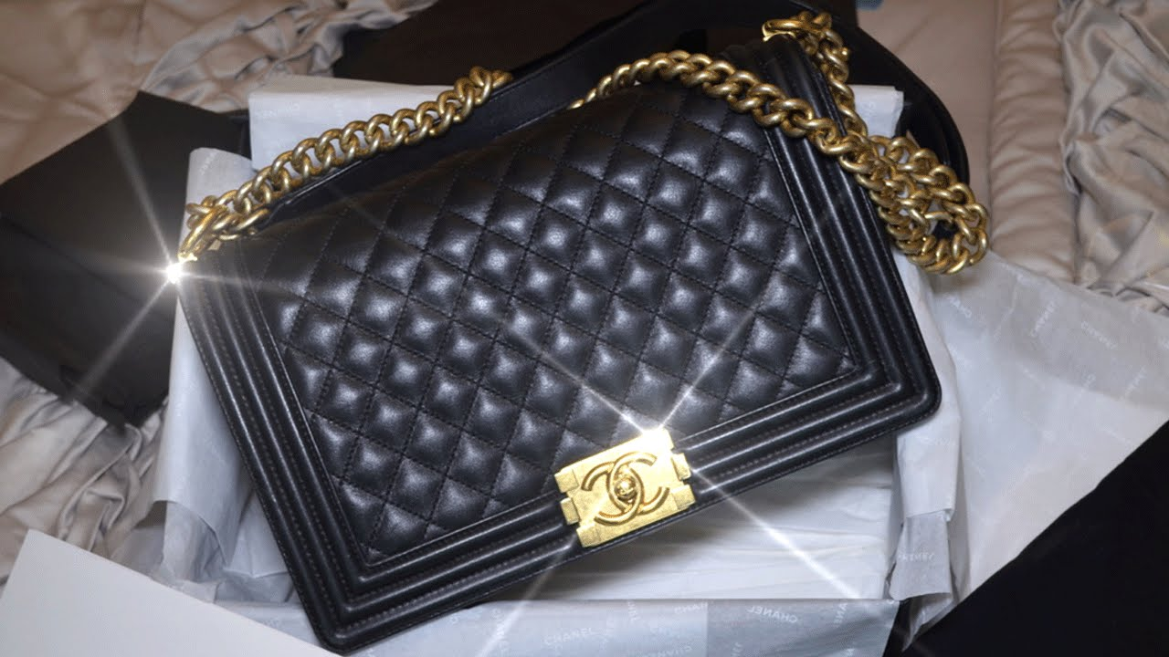 6cddaaff2e1eed Chanel Le Boy || What's in My Bag | Wear & Tear - YouTube