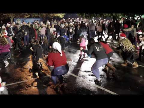 2018 Christmas Tree Lane Flash Mob | Tree Fresno