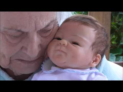 llego un nuevo bebe reborn....la emocion de mi madre me deja sin palabras