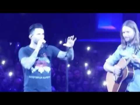 Adam Levine asks to put down phones Maroon 5 Concert 2015 Mp3