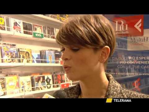 Alessandra Amoroso Inonda Di Colore Piazza Sant Oronzo Youtube