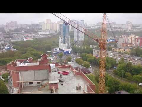 Работа башенного крана в Перми