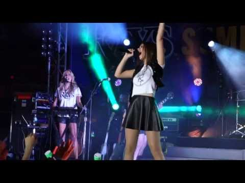 Victoria Justice - Make It Shine - St.Pesterbusg/Tampa, FL - Tropicana Field