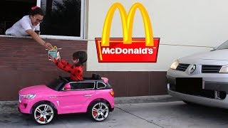 MIRACULOUS LADYBUG NO DRIVE THRU DO McDONALDS DE CARRO