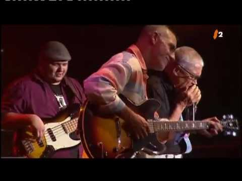 LARRY CARLTON with ROBBEN FORD feat. CLAUDE NOBS - C Blues