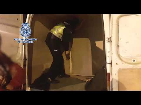 La Policía localiza a 4 migrantes ocultos en un doble fondo de una furgoneta