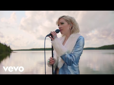 Watch Carly Rae Jepsen's Acoustic, Waterfront 'The Sound' Performance