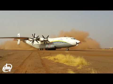An-22 is landing on unpaved runway/Ан-22 посадка на грунт