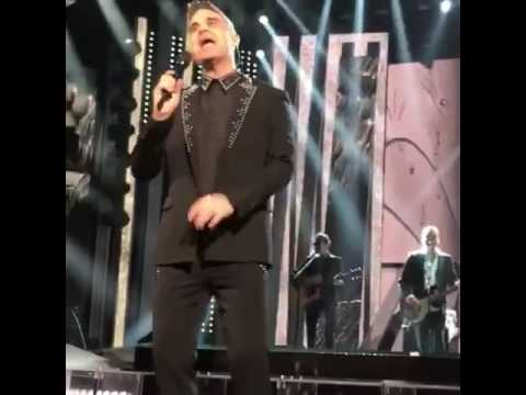 Robbie Williams al Festival di Sanremo visto dalla prima fila!