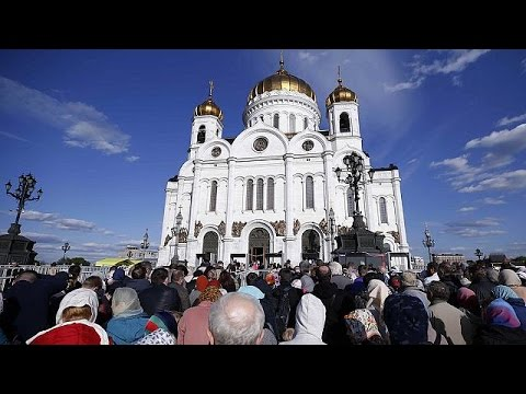 Relics of St Nicholas visited by thousands of worshipers in Moscow