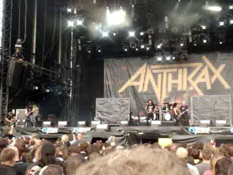 Anthrax - Antisocial - Trust cover - Live at Lokerse Feesten in Belgium 2010.MPG