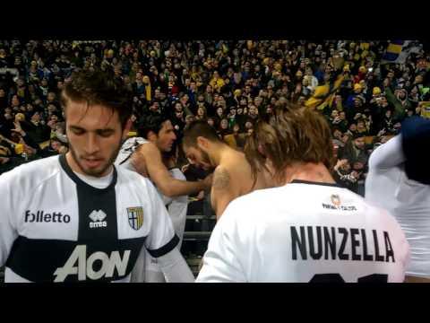 Reggiana-Parma 0-2, il fischio finale coi Crociati dai tifosi