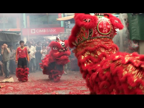KL's Chinatown Comes Alive With Chap Goh Mei Lion Dance ( 4 )