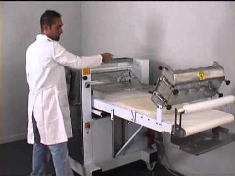Macchine Per Pasticceria: Sfogliatrice Con Dispositivo Taglia Triangoli