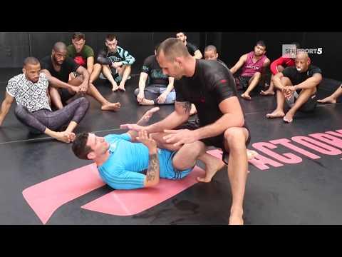 COURS DE JIU-JITSU BRESILIEN AU MMA FACTORY