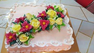 Торт Иней с розами и вишнёвыми лилиями