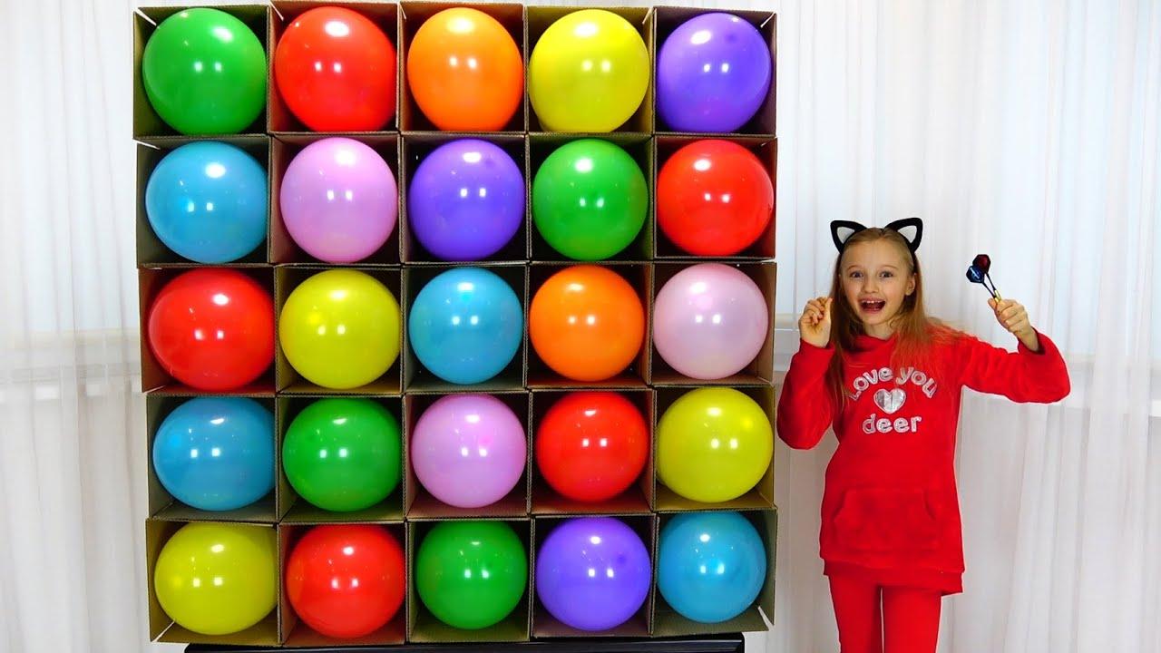 Полина играет и учит цвета с воздушными шарами