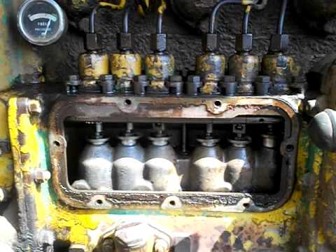 9U D6 caterpillar firing up after many years abandoned in a field