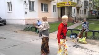 Бомжихи жгут г.Волжский у Спутника 2013 08 19 3109