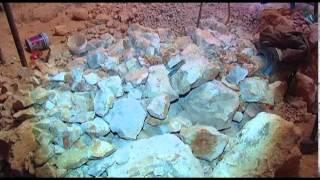 ستيني يحفر بئر ماء بيديه دون إستخدام أليات الحفر الثقيلة في الخليل