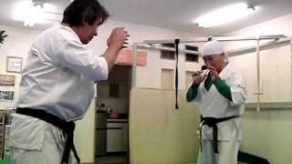 栃木県壬生町にある極真空手「松岡道場」 松岡代表の変な蹴りの映像です...