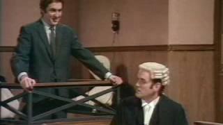 Monty Python FC 27. - Bírósági jelenet - Tömeggyilkos (Court-scene - Multiple murderer)