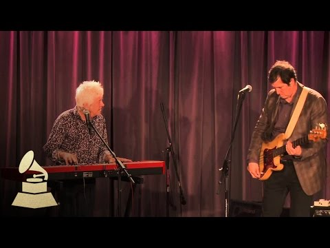 """Ian McLagan Performs """"Glad And Sorry"""" 