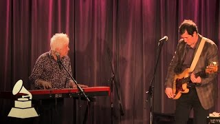 "Ian McLagan Performs ""Glad And Sorry"""