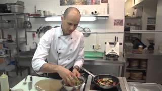 """Здоровая кухня. Приготовление теплого салата с цукини и сыром """"панир"""""""