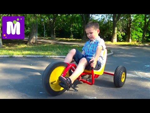 ВЛОГ Макс катается на велосипедах и машинках в парке Одесса