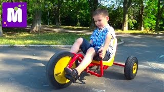 ВЛОГ Макс катается на велосипедах и машинках в парке Одесса VLOG ride toy car and bicycles